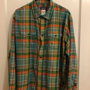 Patagonia Cotton / Poly Blend Size Large Button Up